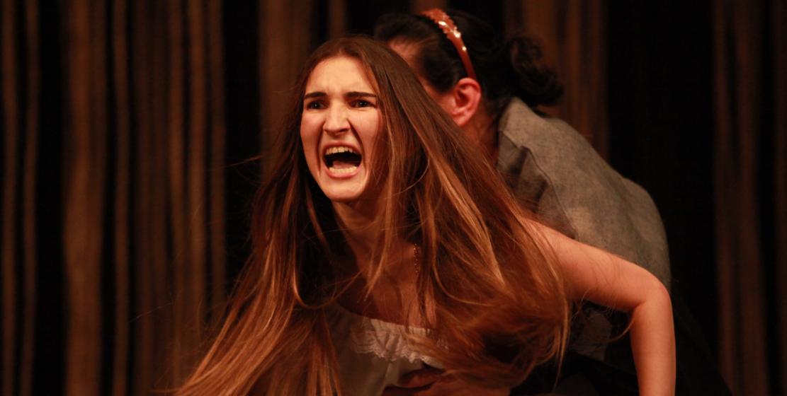 Juliet rolü genç aktris Loida Tırkba tarafından canlandırıldı