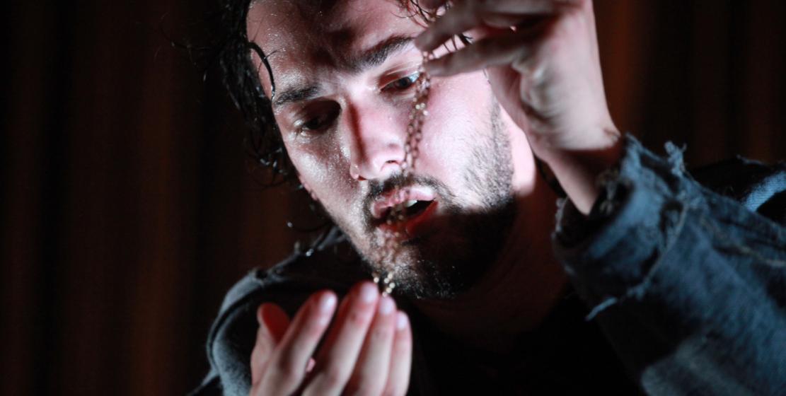 Ромео в абхазском прочтении шекспировской трагедии сыграл молодой актер Бенар Кове