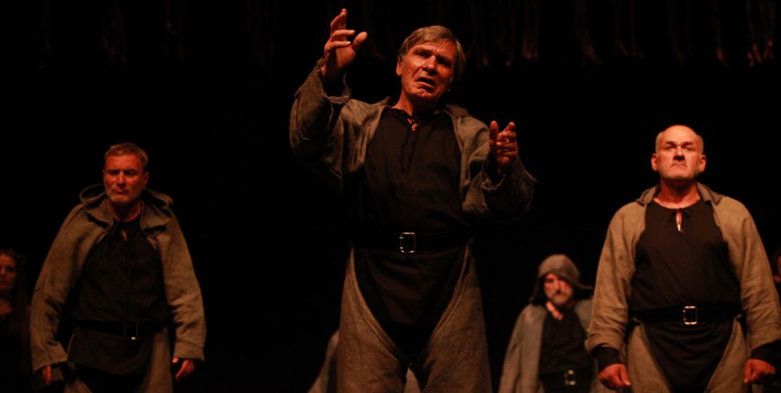 Разбитые горем семьи Ромео и Джульетты