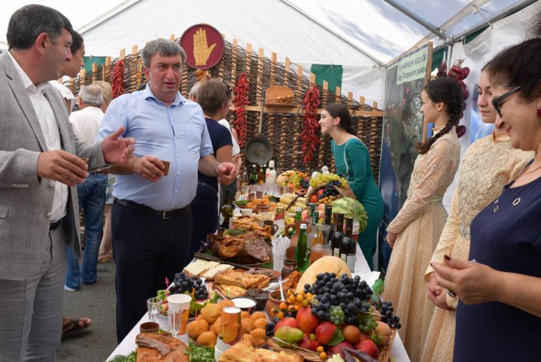 На площади имени Сергея Багапш была открыта ярмарка, на которой делегации со всей Абхазии представили свою сельхозпродукцию