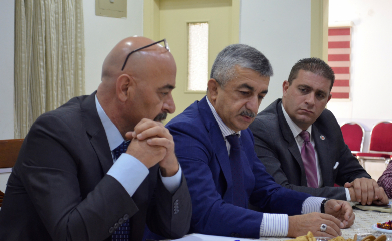 На фото слева направо: член «Диуан Абаза» Набиль Абыда, председатель ВС ВААК Мусса Экзеков, член ВС ВААК Ануар Абаза (Чкуа) на встрече в «Диуан Абаза» в Иордании