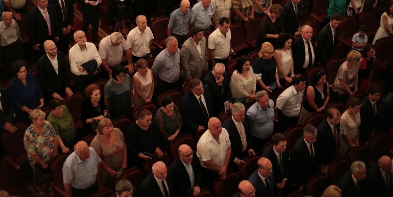 Зрители стоя слушали гимн Республики Абхазия