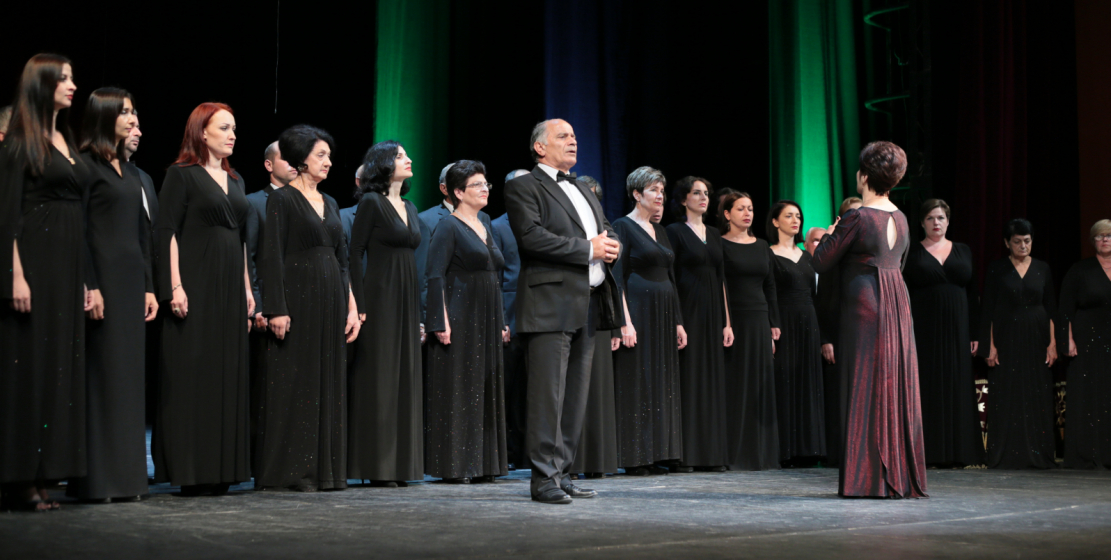 Государственная хоровая капелла Абхазии на сцене Абхазского драмтеатра