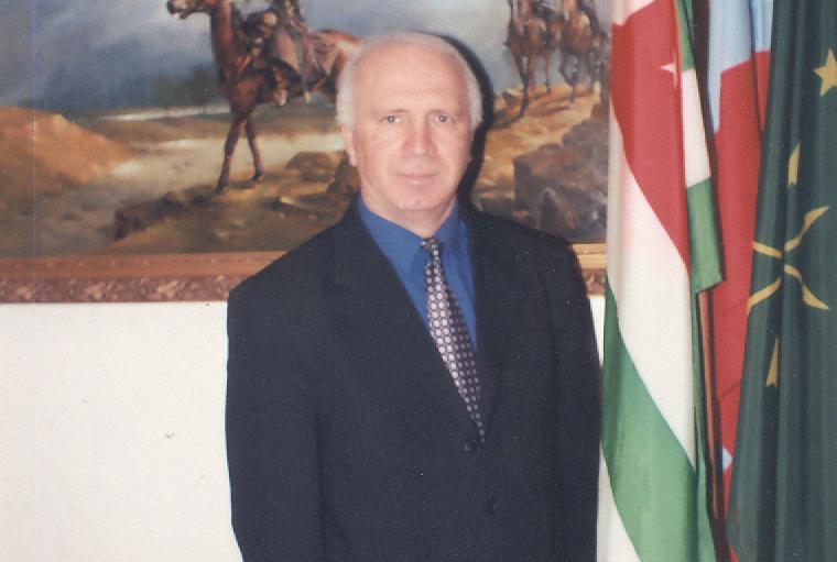 Магомет Кишмахов в офисе общественной организации «Абаза»