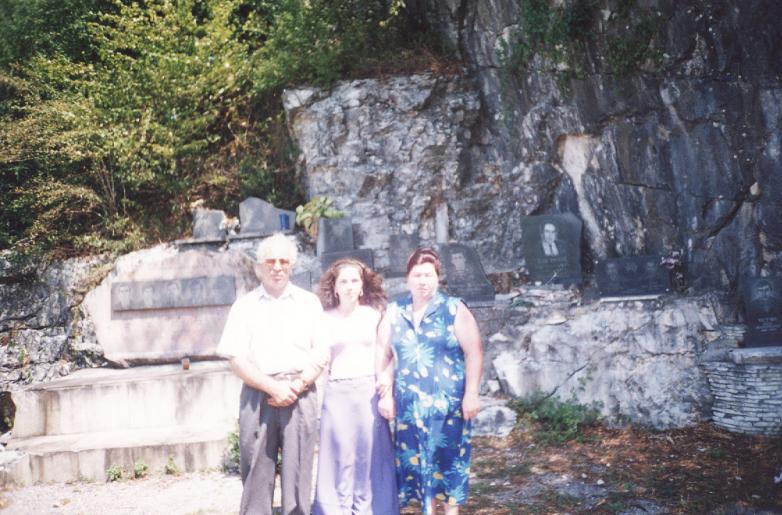 Магомет Кишмахов с супругой Ниной и дочерью Альбиной в Абхазии