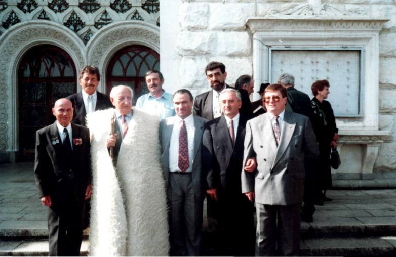 Muhadin Şenkao, Abhaz şair Bagrat Şinkuba'nın 80.yıldönümünde. Suhum, 1997yılı