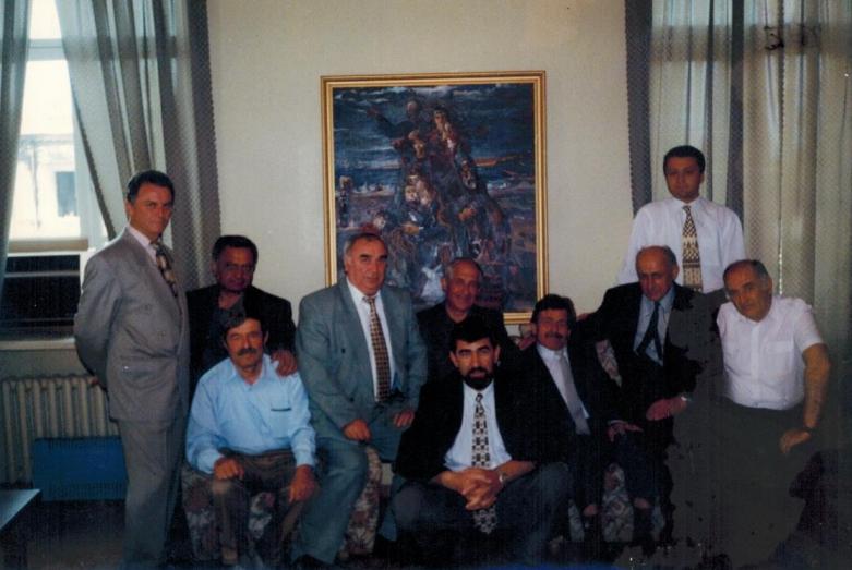 Muhadin Şenkao Abaza heyetinin bir üyesi olarak Abhazya Cumhuriyeti Bakanlar Kurulu resepsiyonunda. Suhum, 1997 yılı