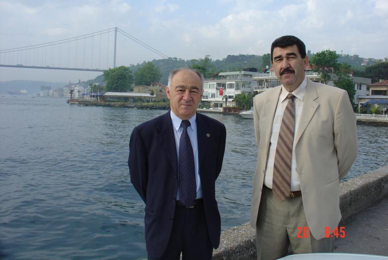 Tanınmış bilim adamı, tarihçi-Abhaz tarihçisi, aktif bir sosyal-politik şahsiyet, Abhazya'nın bağımsızlığı hareketinin önde gelen liderlerinden biri -Yuri Argun ve Muhadin Şenkao. İstanbul, 2004 yılı