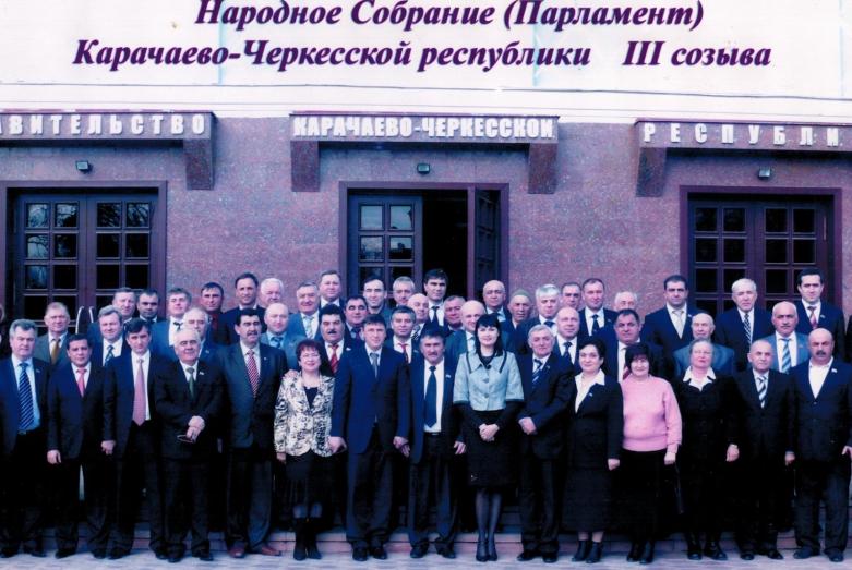 Karaçay-Çerkes Cumhuriyeti III. dönem Parlamento Milletvekilleri. Çerkessk, 2009 yılı