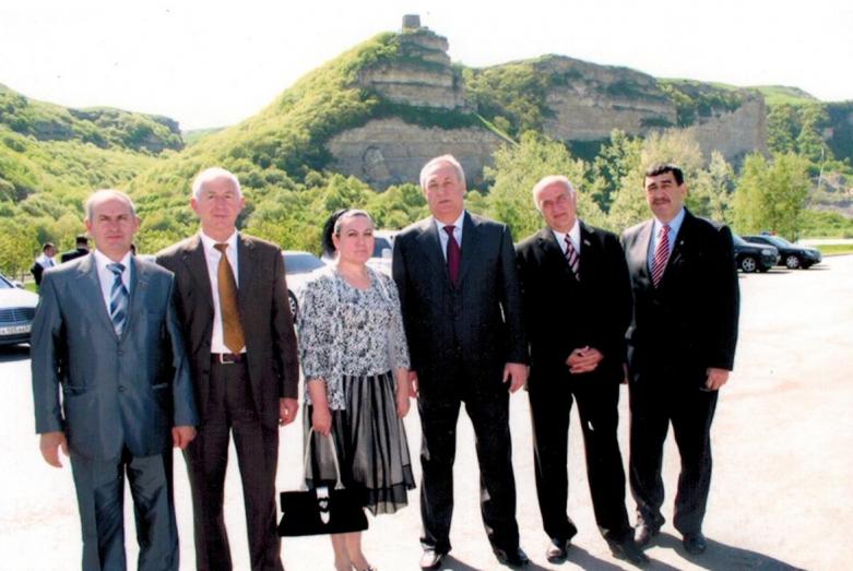Abhazya Cumhuriyeti Cumhurbaşkanı Sergey Bagapş ile Kuzey Kafkasya Bölge Başkanları Forumu'nda, Abaza Parlamentosu Milletvekilleri ve Karaçay-Çerkes Cumhuriyeti Bakanlar Kurulu çalışanları, KÇC, 2008 yılı
