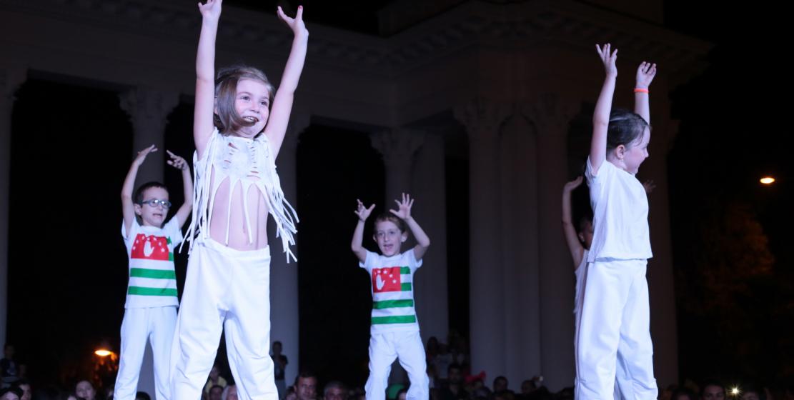 Концерт на набережной порадовал зрителей разнообразием номеров