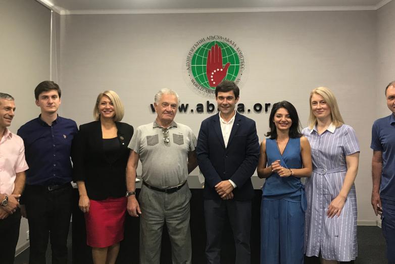 Тарас Шамба встретился с коллективом ВААК в Сухумском офисе