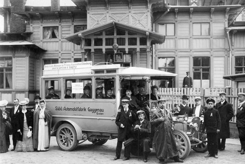 Автобус южно германского автозавода Gaggenau в Бадене, подаренный князю Александру фон Ольденбургскому для линейной надобности курорта Гагры на Черном море. 1907 год