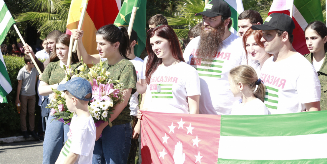 """Participants of the """"Heroes Trail"""" rally campaign traveled 120 kilometers, starting a march to the battlefields from the Russian-Abkhaz border and completing their journey at the Glory Memorial in Sukhum."""