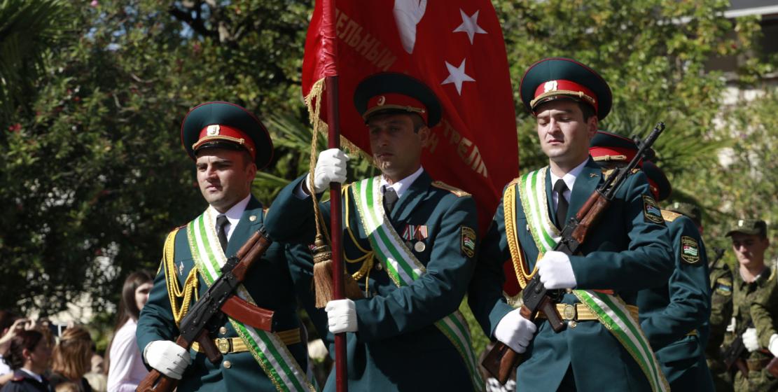 اعلام أبخازيا تزين العرض