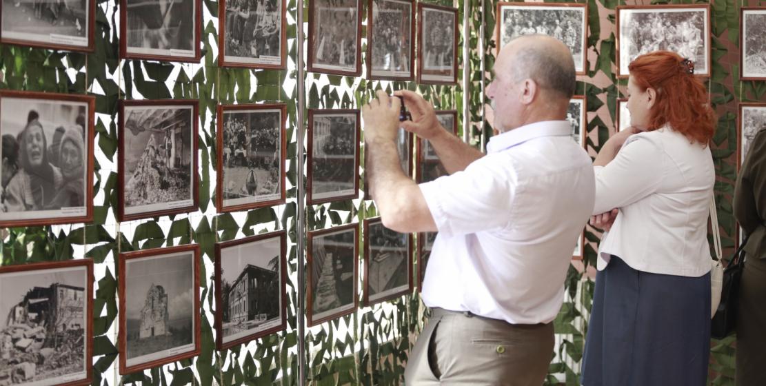 افتتاح معرض صور للمصور العسكري فيتالي كيتسبا تحت عنوان