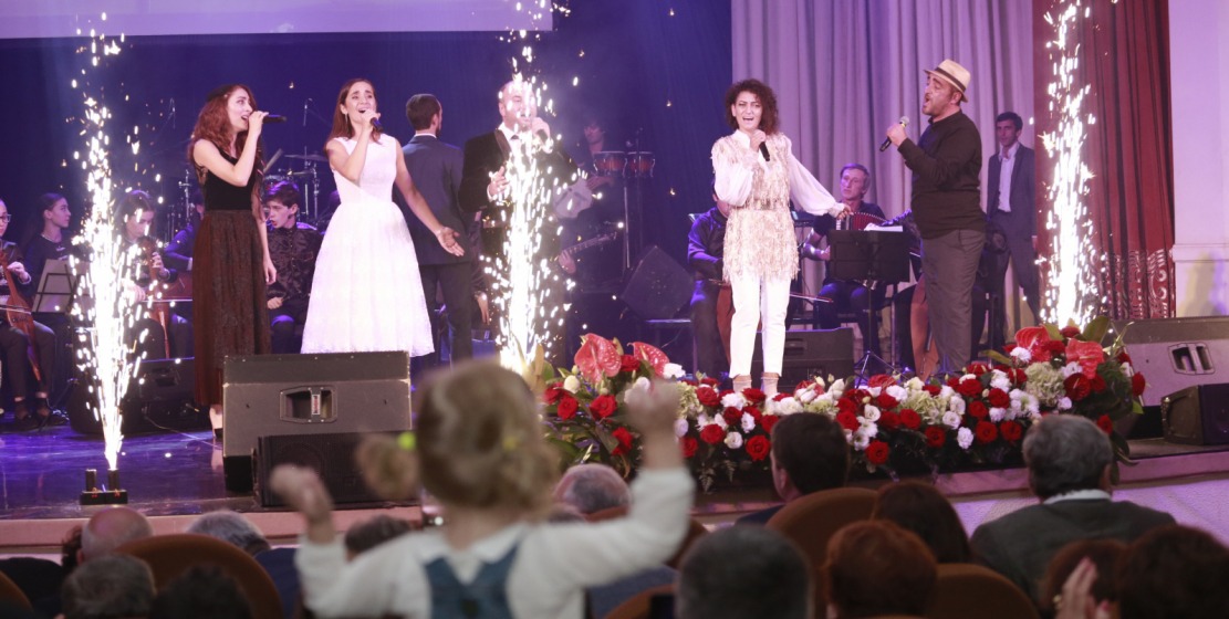 On the stage are the stars of the Abkhaz pop music.