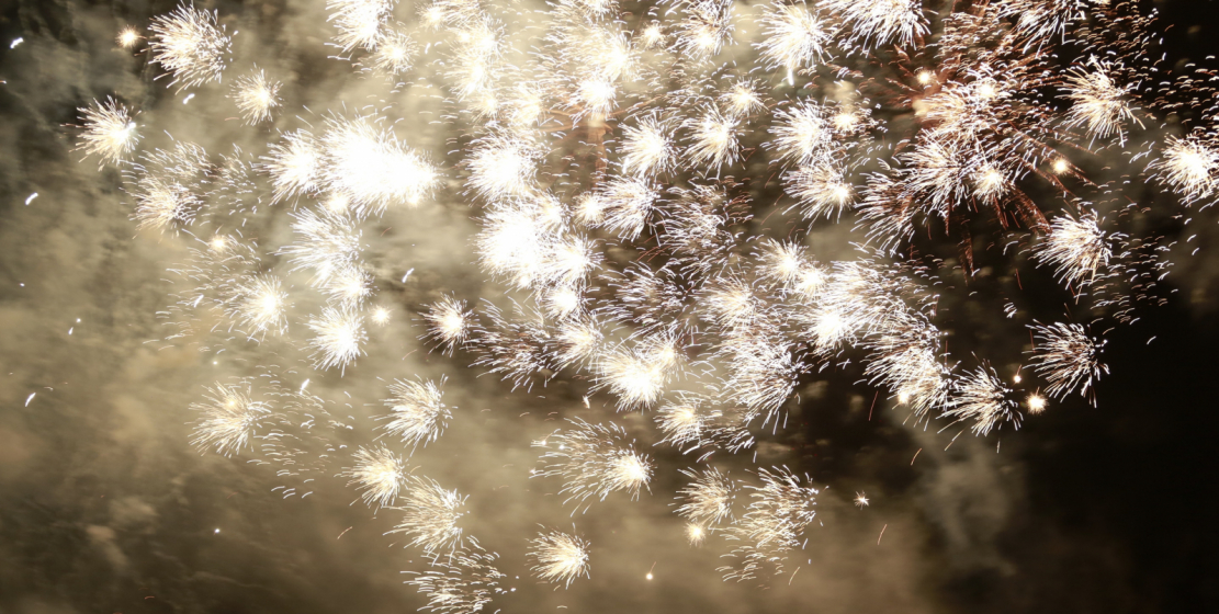 انتهت الأمسية الاحتفالية بالمفرقعات النارية تكريما لعيد النصر والاستقلال