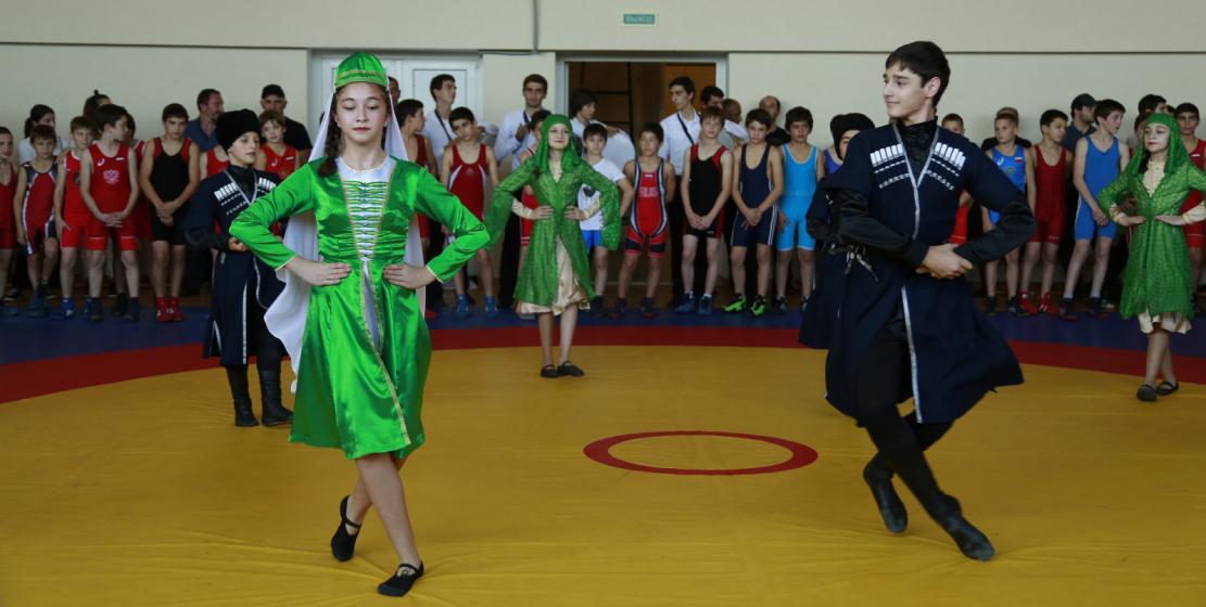 Для гостей турнира был организован небольшой концерт с национальными танцами.