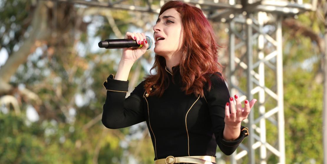 Konserde ünlü Abhaz şarkıcı Madina Kuartshelia da yer aldı.