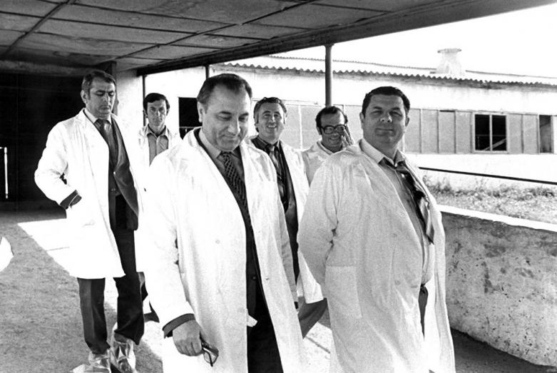 Энвер Капба с Борисом Адлейба на молочном заводе в Сухуме, фото Бориса Соколова