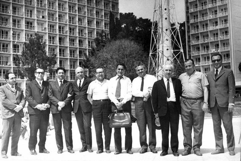 Директор Объединения пансионатов курорта Пицунда Энвер Капба (крайний справа)