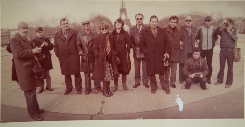 Энвер Капба с коллегами, Париж, 1980-е