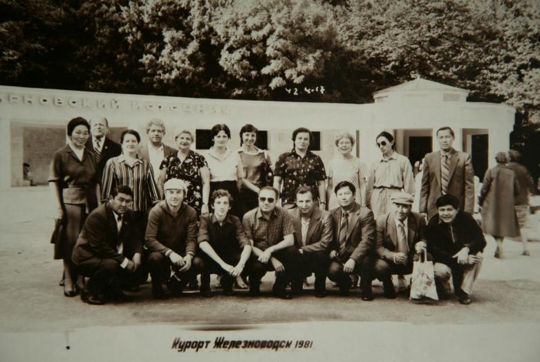 Энвер Капба (четвертый слева в первом ряду), Железноводск, 1981 год