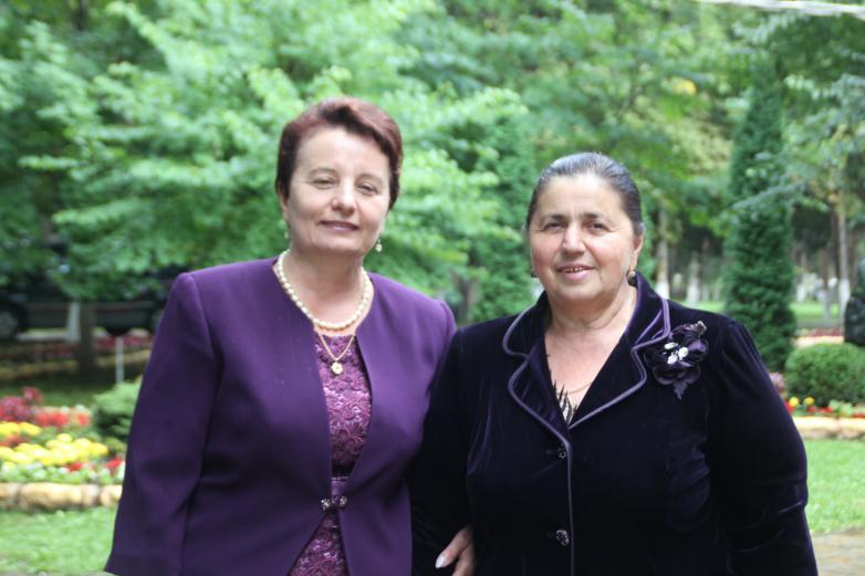 Профессор АГУ, журналист, писатель Екатерина Бебиа с институтской подругой Фалиной Абидовой