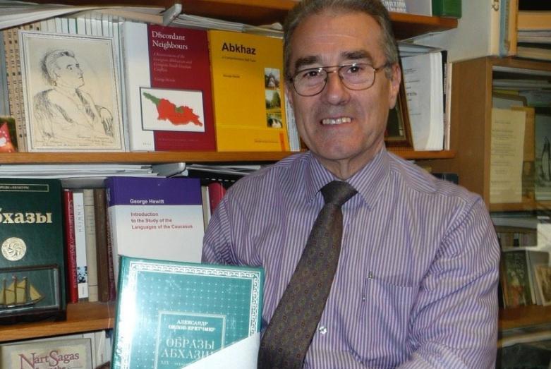 Профессор Джордж Хьюитт с трилогией «Образы Абхазии»