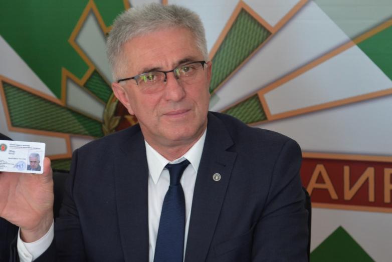 Беслан Дбар с новым удостоверением члена ВААК