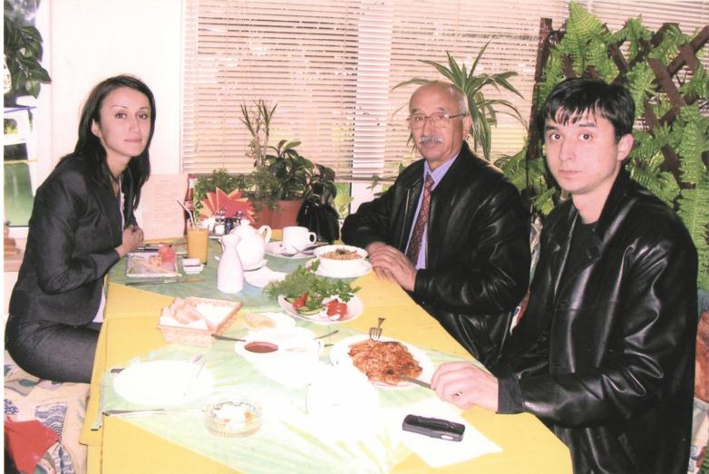 Заудин Хунов с детьми Асланом и Лилией, 2005 год