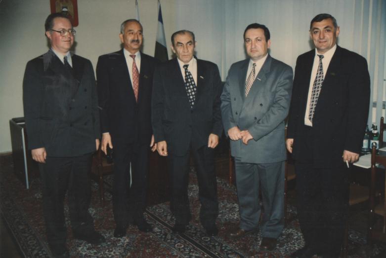 Члены Межпарламентского совета, второй слева - Заудин Хунов, Нальчик, 1997 год