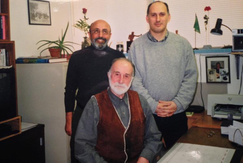 Стоят слева направо: Марз Аттар и Вячеслав Чирикба, сидит Мурат Яган, город Вернон, штат Калифорния, США