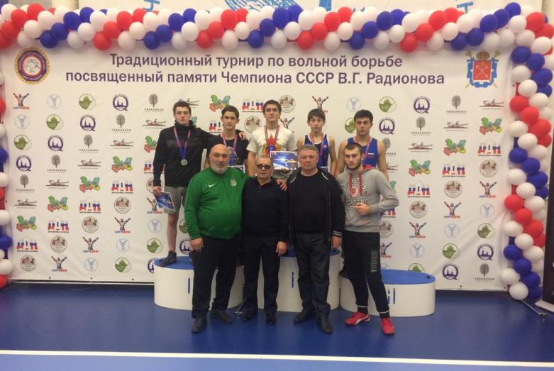 Воспитанники клуба вольной борьбы «Абаза» заняли призовые места в турнире в Питере