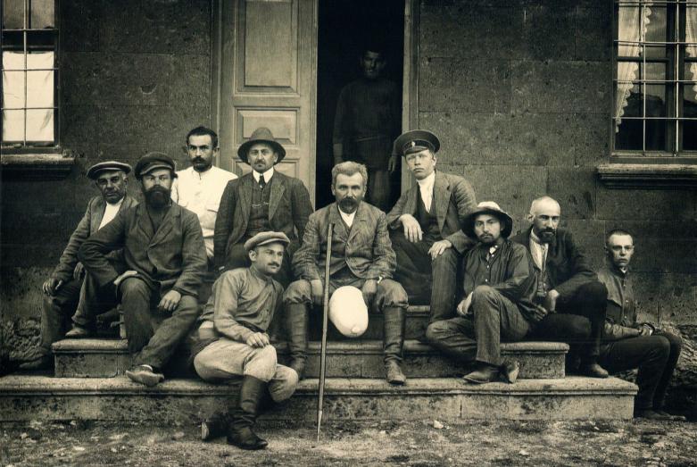 Николай Марр с учениками в экспедиции, Ани, Турция, 1912 год