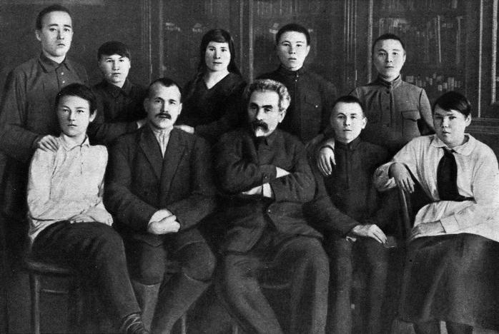 Николай Марр со студентами из Чувашии, 1925 год