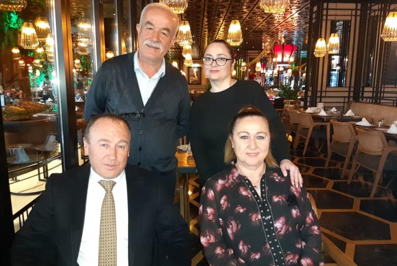 Встреча с директором мебельной фабрики Рыдваном Уасса и генеральным директором турецкого холдинга STILL ARSER Мустафой Хапат. На фото слева направо сидят: Мустафа Хапат, Юджаль Сергегия, стоят Радван Уасса, Саида Жиба