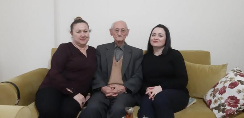 Встреча со старцем Ешрефом Гиндиа. На фото слева направо: Юджаль Сергегия, Ешреф Гиндиа, Саида Жиба
