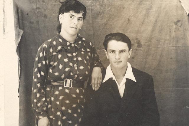 İsmel'in erkek kardeşi Muzakir Bıc (solda)