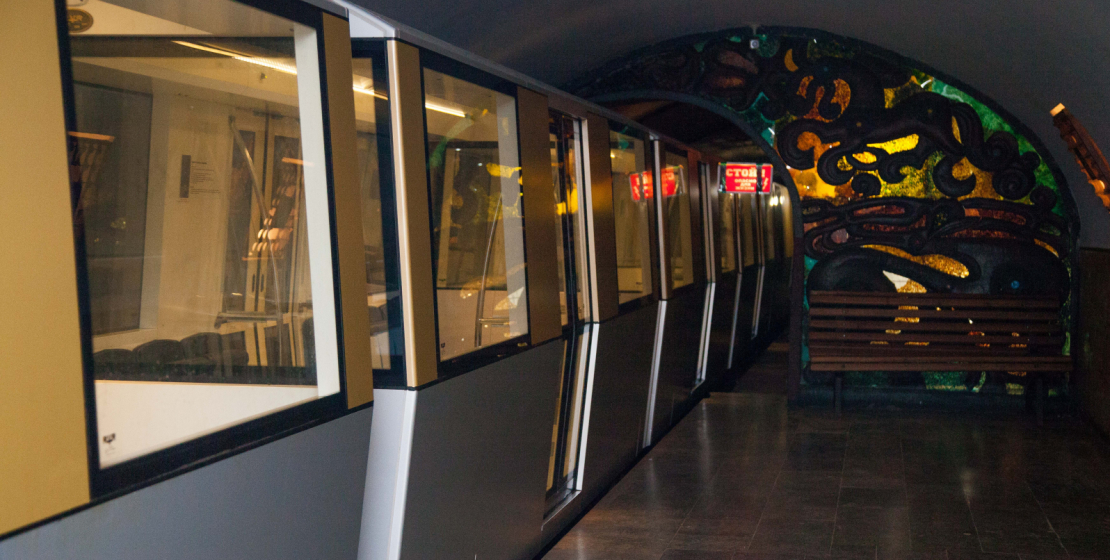 In 2014, the same Riga Carriage Building Plant built a new train for the Novy Afon Cave.  It fully complies with modern safety standards and ergonomics.  Specially designed for traveling along a very narrow track under the low arches of the cave tunnel, the train has non-standard sizes.  It was made in a single copy and therefore is also unique.