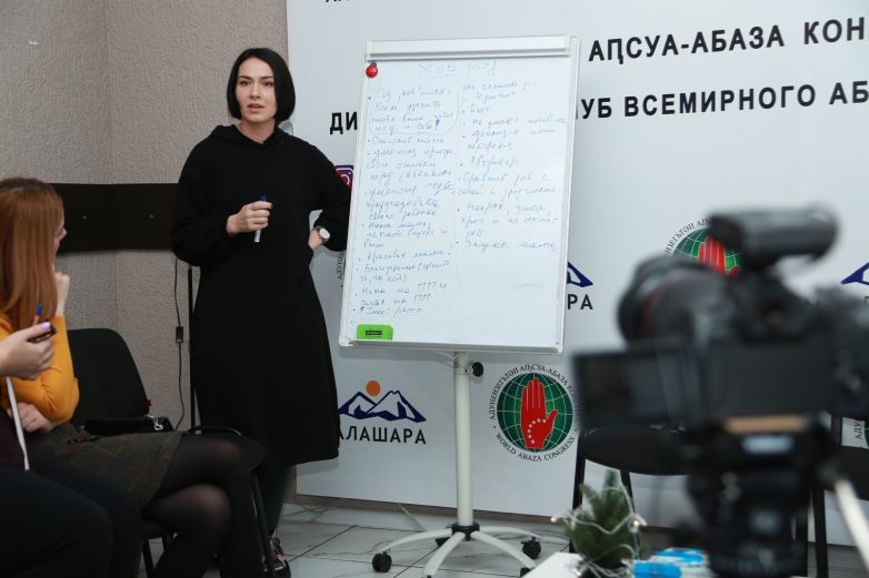 The guest of the meeting of the Parents' club was the psychologist Elana Kortua with the topic of emotional burnout of parents