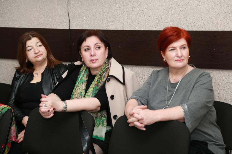 Родительский клуб обсудил роль бабушек в воспитании внуков