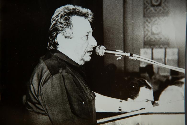 Алықьса Гогәуа афорум «Аидгылара» аҟны иқәгылараан, 1989 шықәса,  Витали Қьецба ифото