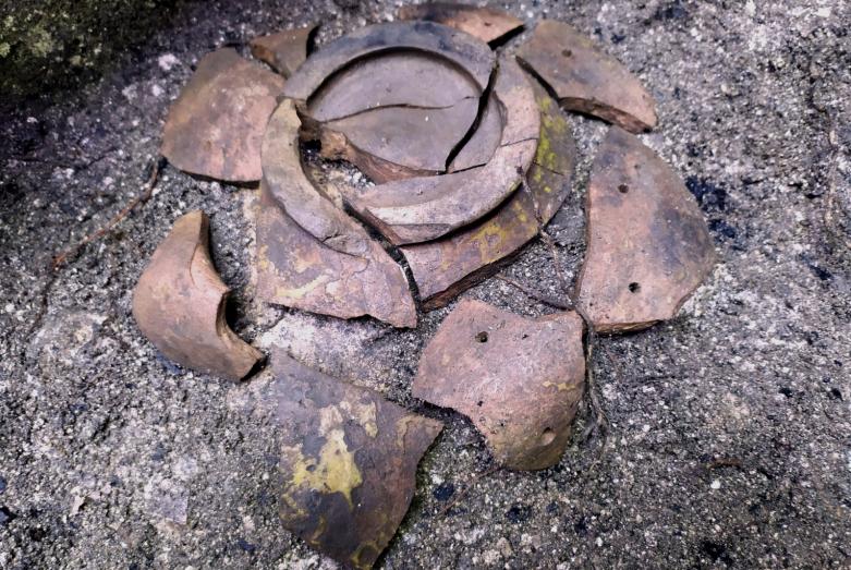 Чаша из поливной керамики. Башня №39
