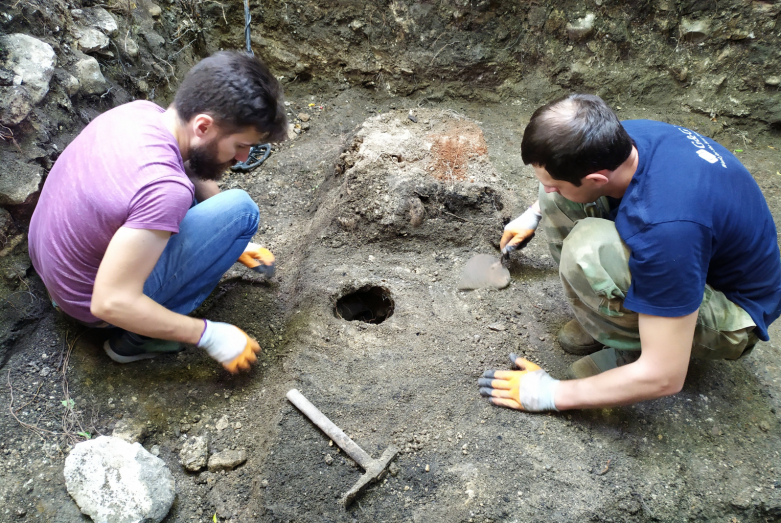 Archaeologists at work. Excavation tower No. 39