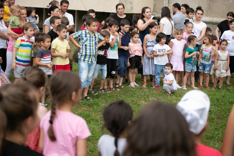 أقام المؤتمر العالمي للشعب الأبخازي-الأباظة بالإشتراك مع عضو مجلس مدينة سوخوم إحتفالا للأطفال في العاصمة.