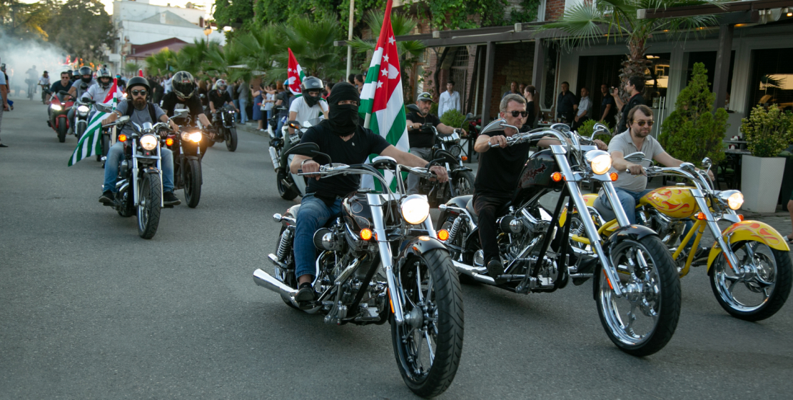 Festive events in honor of the Flag Day in Sukhum began with a motorcycle and bike ride organized by the Moto Abkhazia and Ridebike Apsny communities.