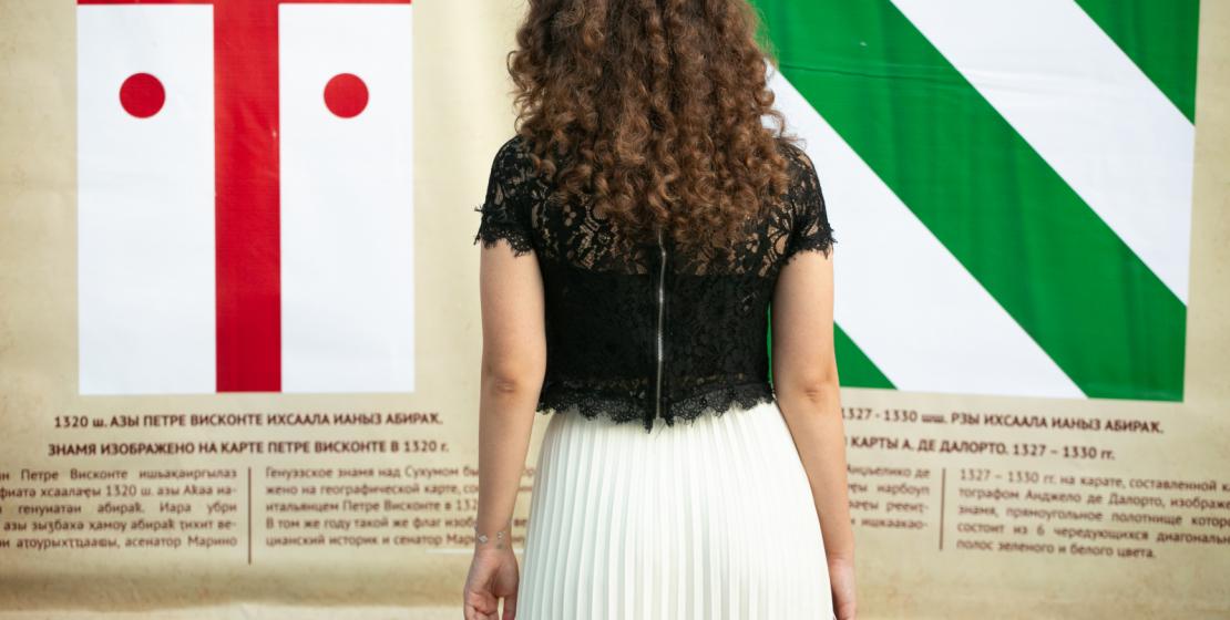 Для всех гостей была организована выставка. Экспонатами стали национальные знамена Абхазии, принятые в разные исторические периоды.