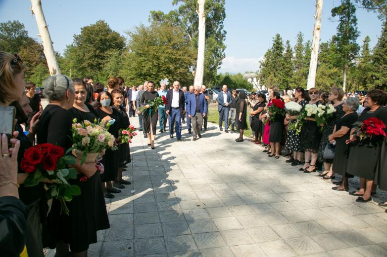 Памятник погибшим во время ОВНА атарцам открыли в их родном селе